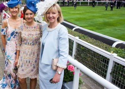 39_RG_RoyalAscot17_Rosie-Caldwell-with-Mother-and-Sister