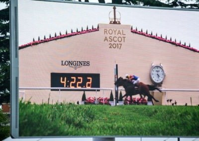88_RG_RoyalAscot17_Gold-Cup-nose-to-nose-on-the-big-screen-in-parade-ring